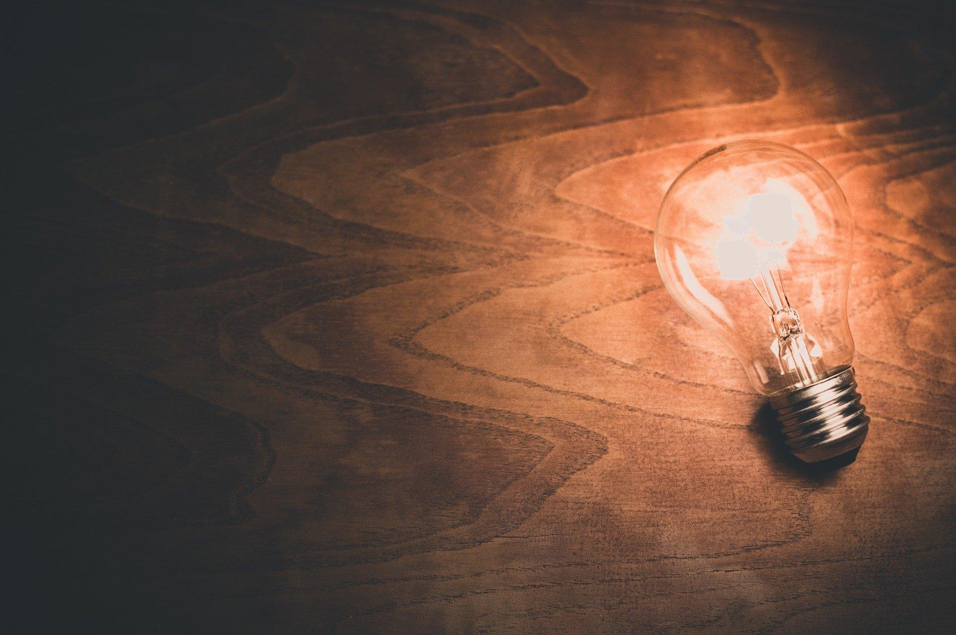 Elektrische Lampe - Glühlampe, es werde Licht